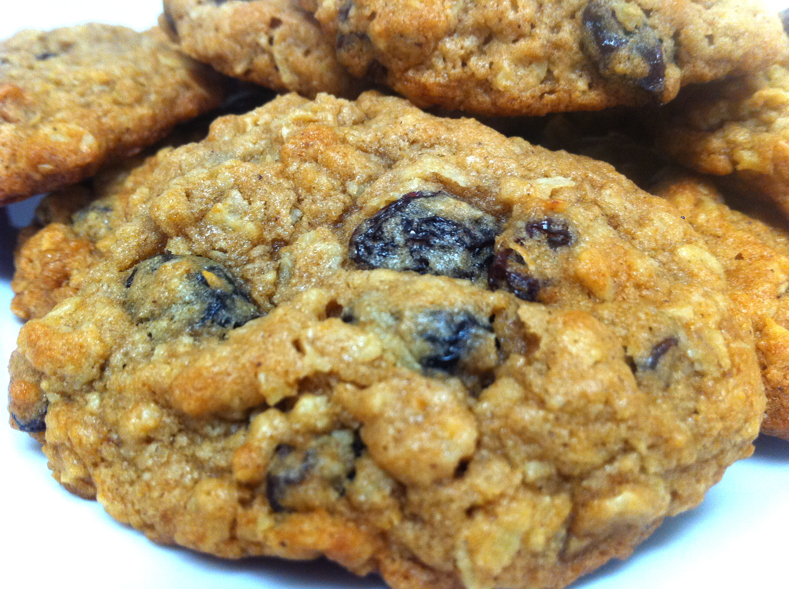 Recipe for chewy oatmeal raisin cookies